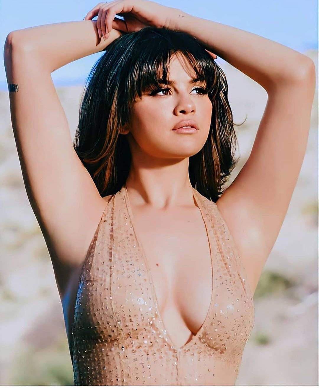 Selena Gomez Sexy Boobs