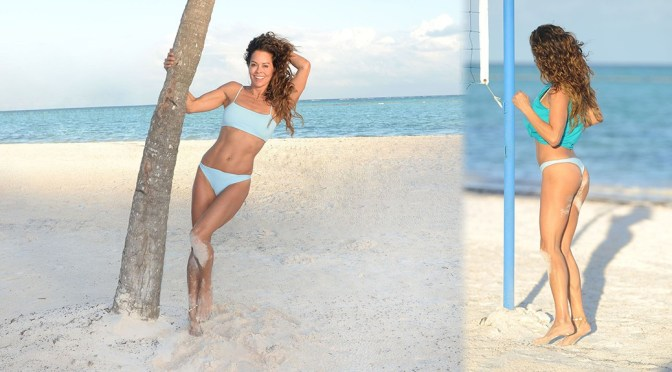 Brooke Burke – Sexy Body in Small Bikini On the Beach in the Dominican Republic