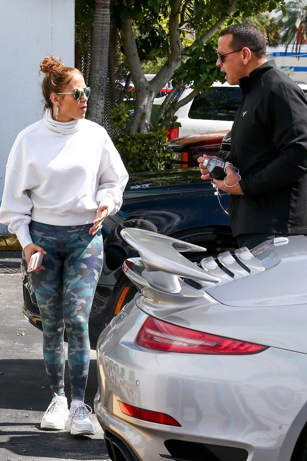 Jennifer Lopez Sexy Ass In Spandex