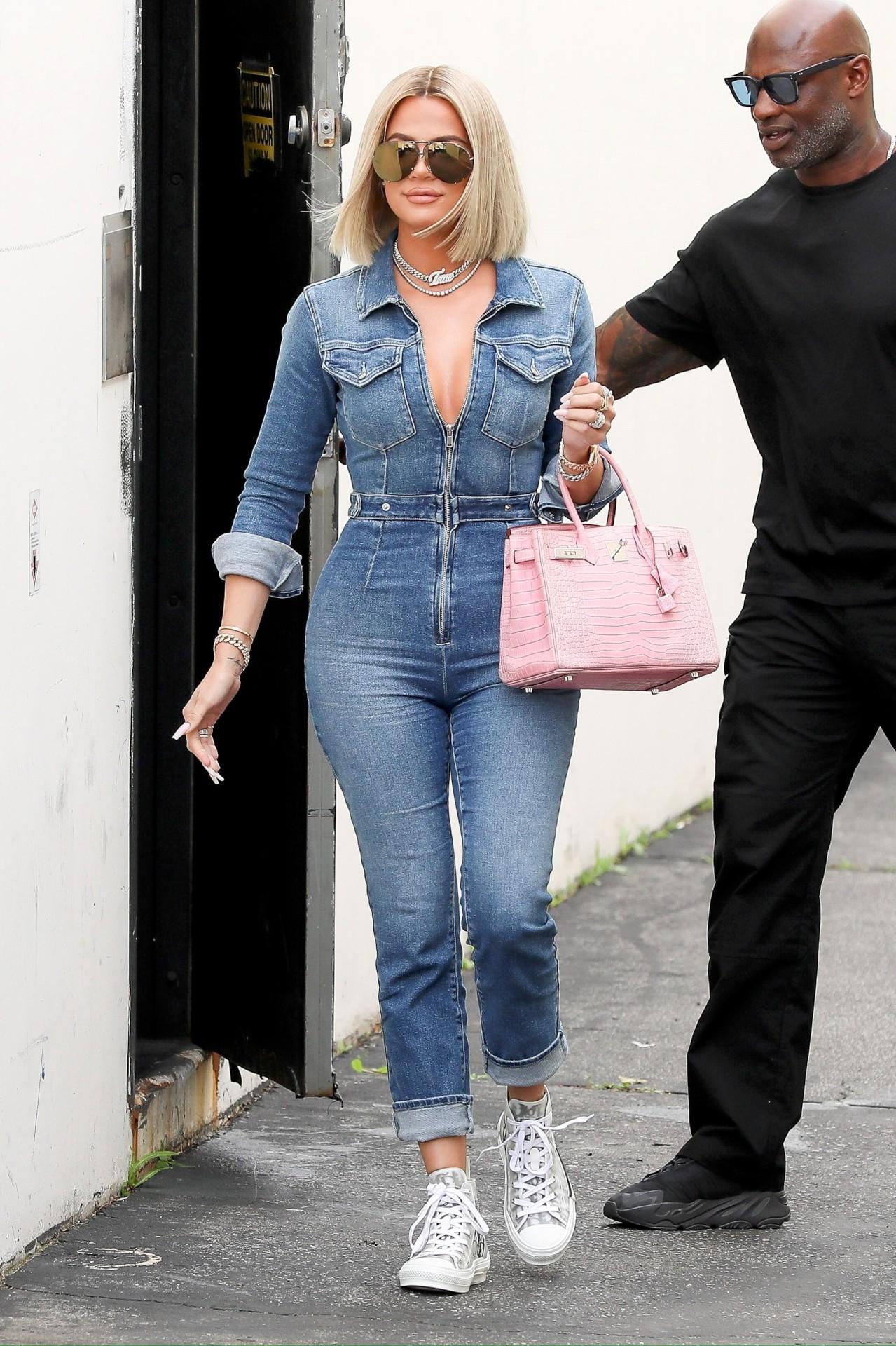 Khloe Kardashian Hot Curvy Body
