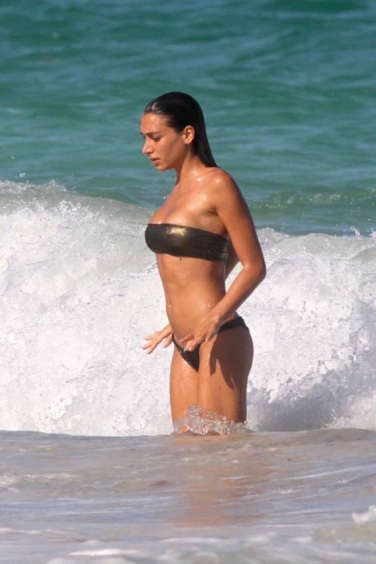 Elisa De Panicis Shows Sexy Boobs And Ass In Tiny Bikini In Miami.