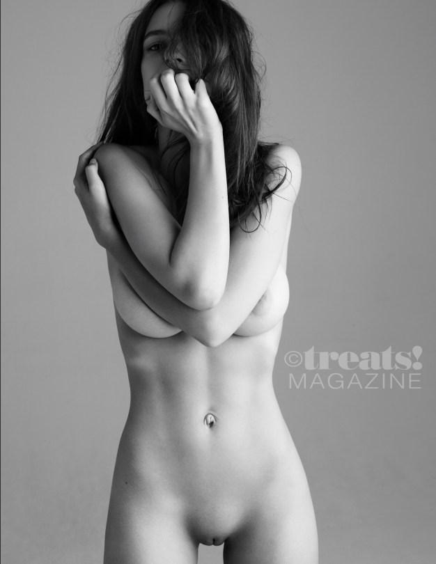 Emily Ratajkowski Full Frontal Nudity