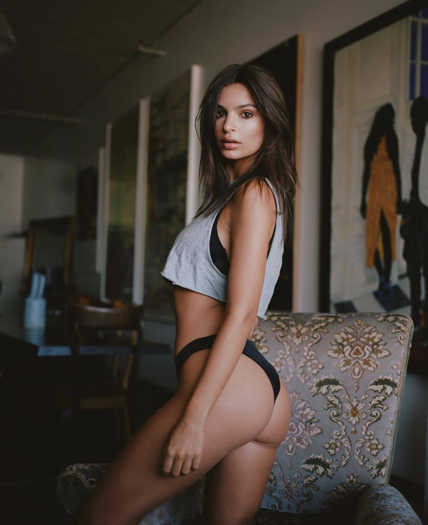 Emily Ratajkowski Sexy Ass In Tiny Panties