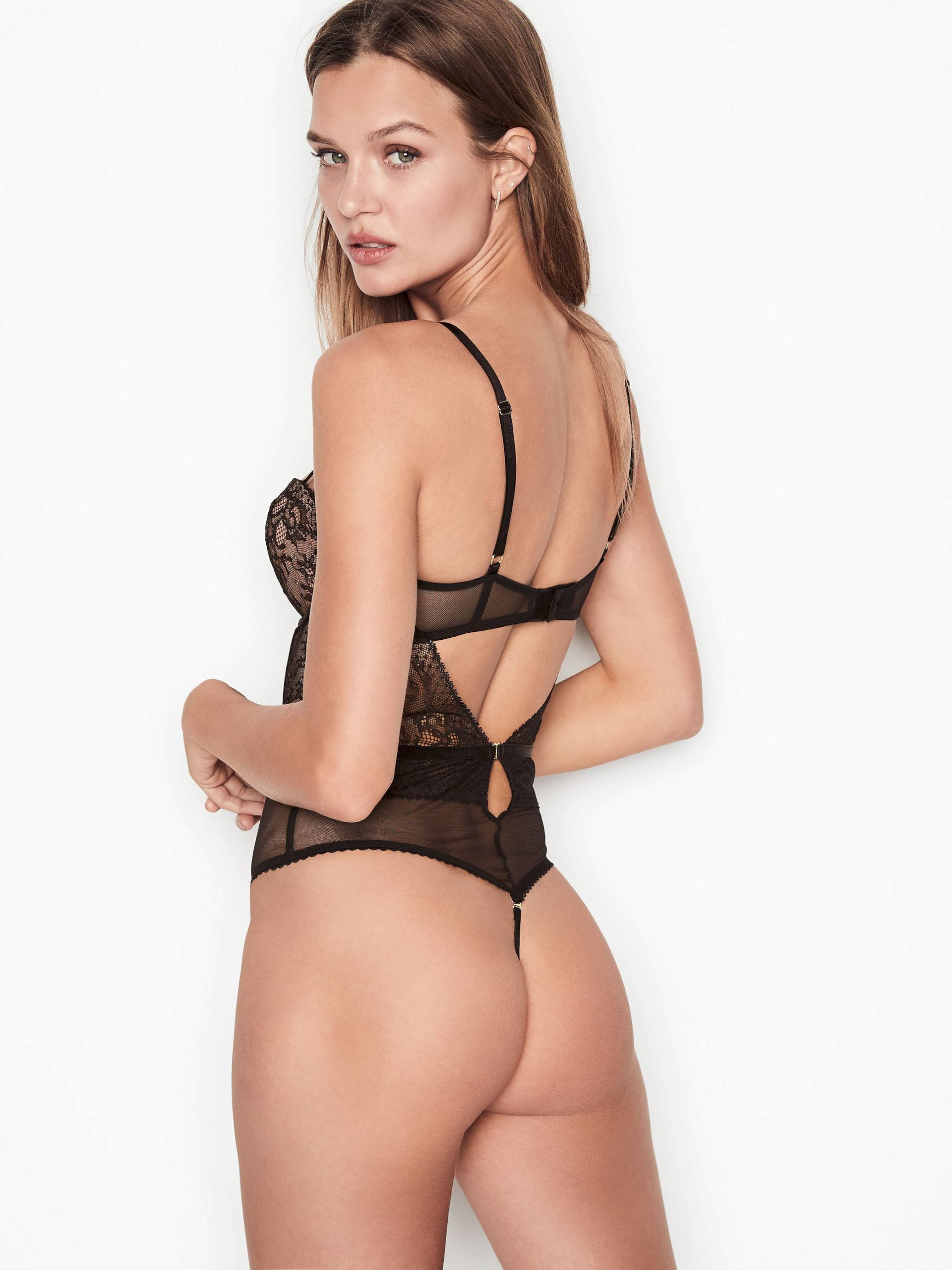 Josephine Skriver Sexy Lingerie Pics