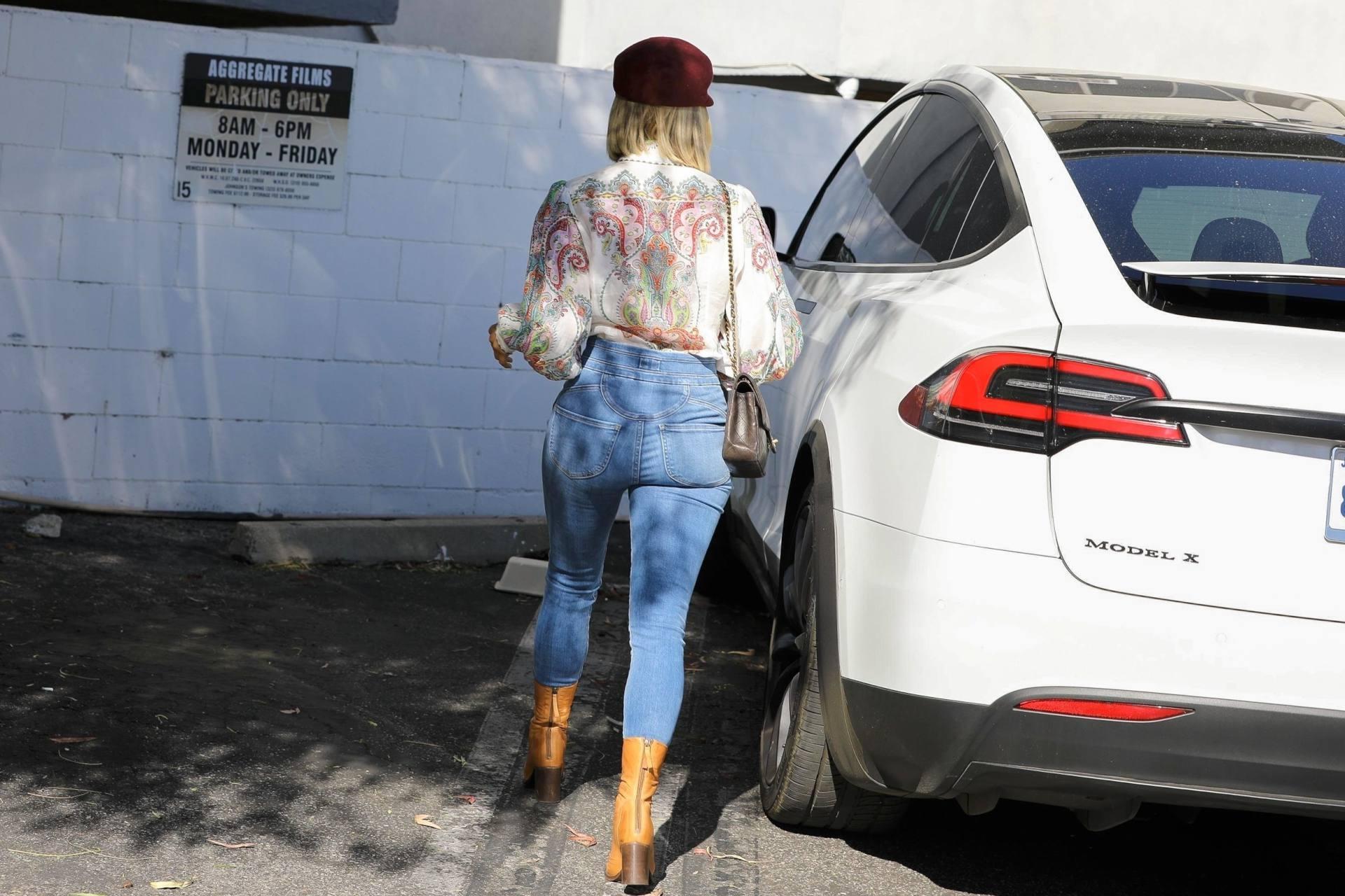 Julianne Hough Sexy Ass In Jeans