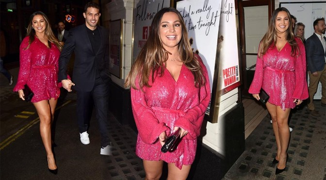 """Kelly Brook – Beautiful Legs and Sexy Cleavage at """"Pretty women"""" Press Night in London"""