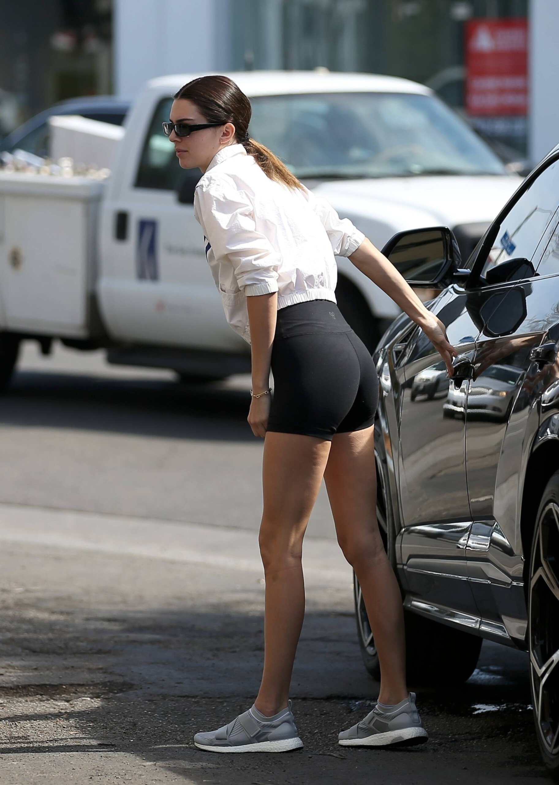 Kendall Jenner Sexy Ass In Tight Shorts