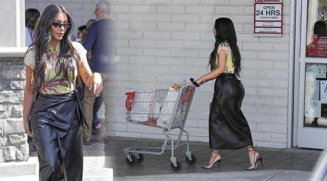 Kim Kardashian – Sexy Big Ass in Leather Skirt at CVS in Calabasas