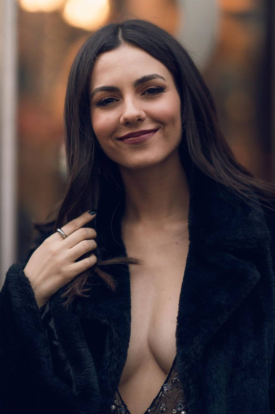 Victoria Justice Sexy Cleavage