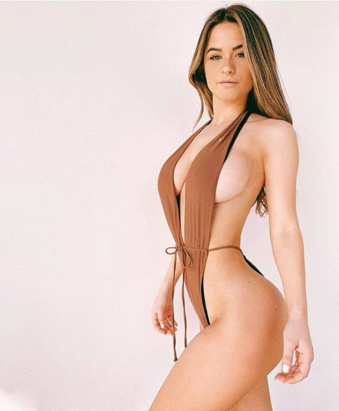 Emmily Elizabeth Sexy Pictures