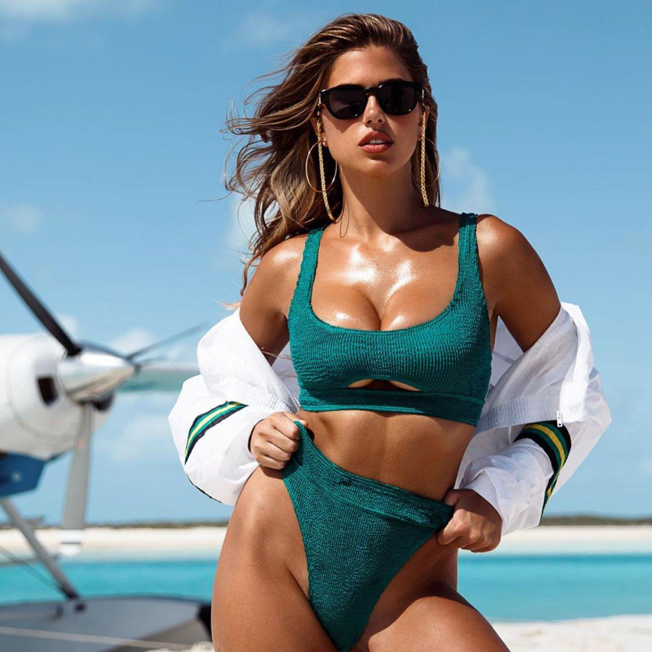 Kara Del Toro Beautiful Boobs At Beach