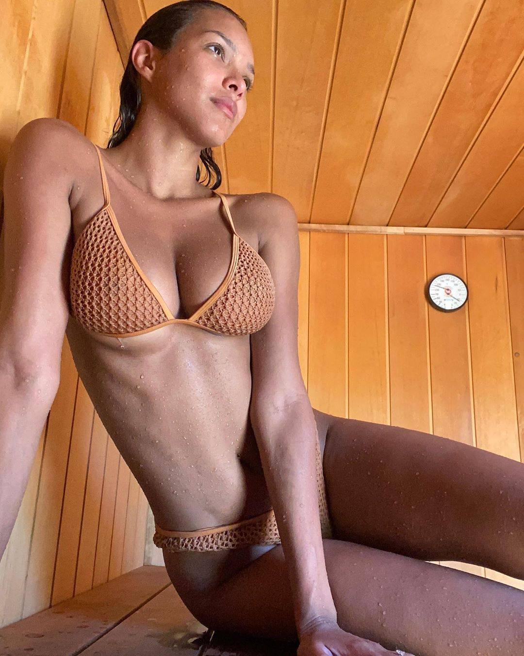 Lais Ribeiro Sexy Boobs In Tiny Bikini