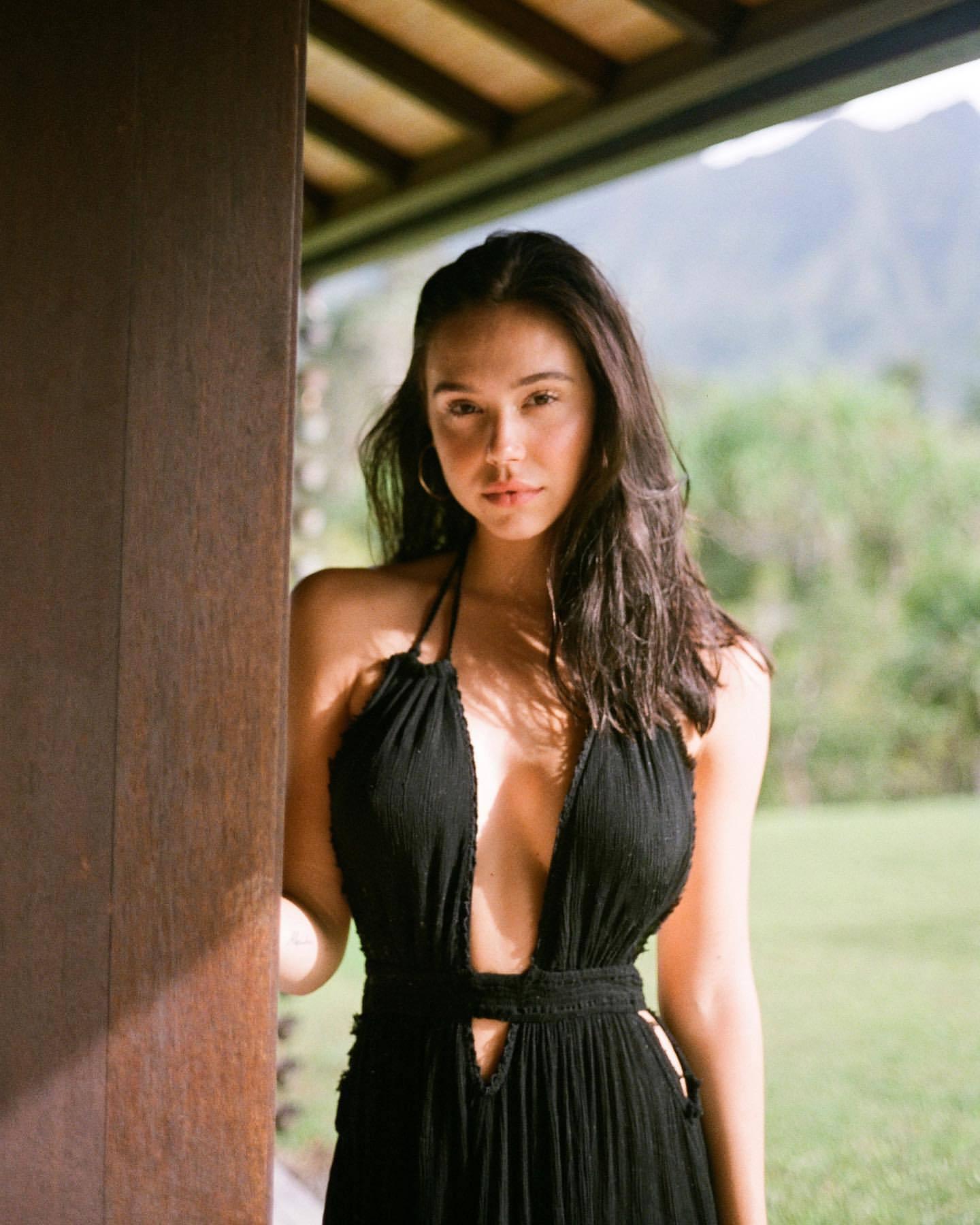 Alexis Ren Beautiful Body