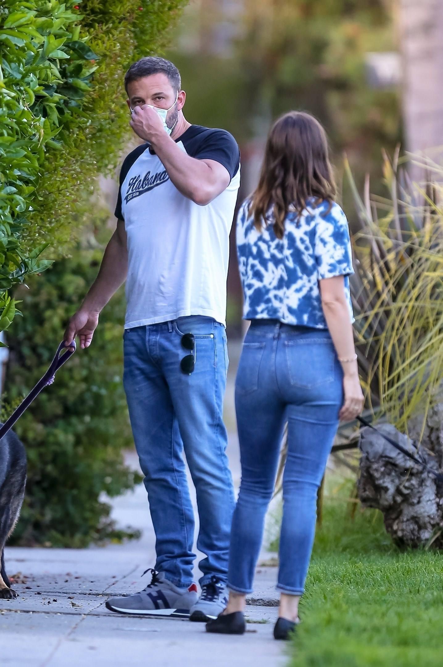 Ana De Armas Hot Ass In Jeans