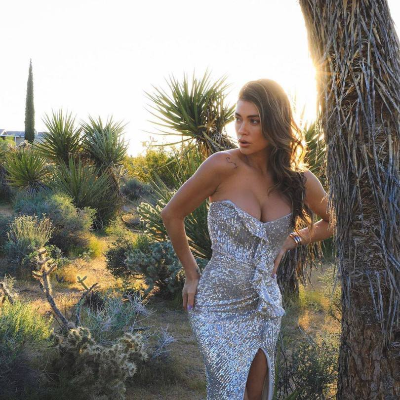 Arianny Celeste Sexy Cleavage In Pretty Dress