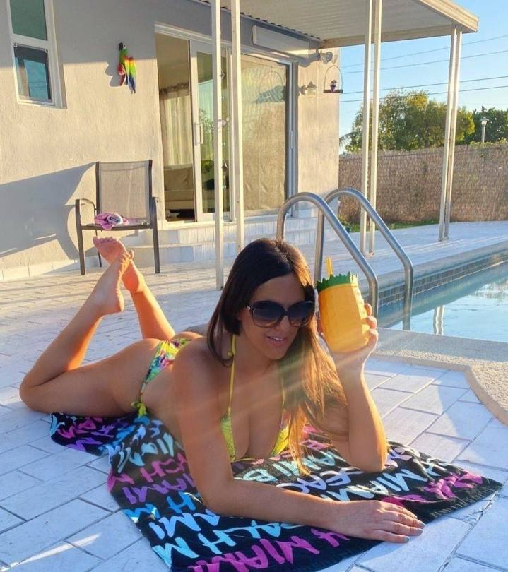 Claudia Romani Spectacular Topless Body