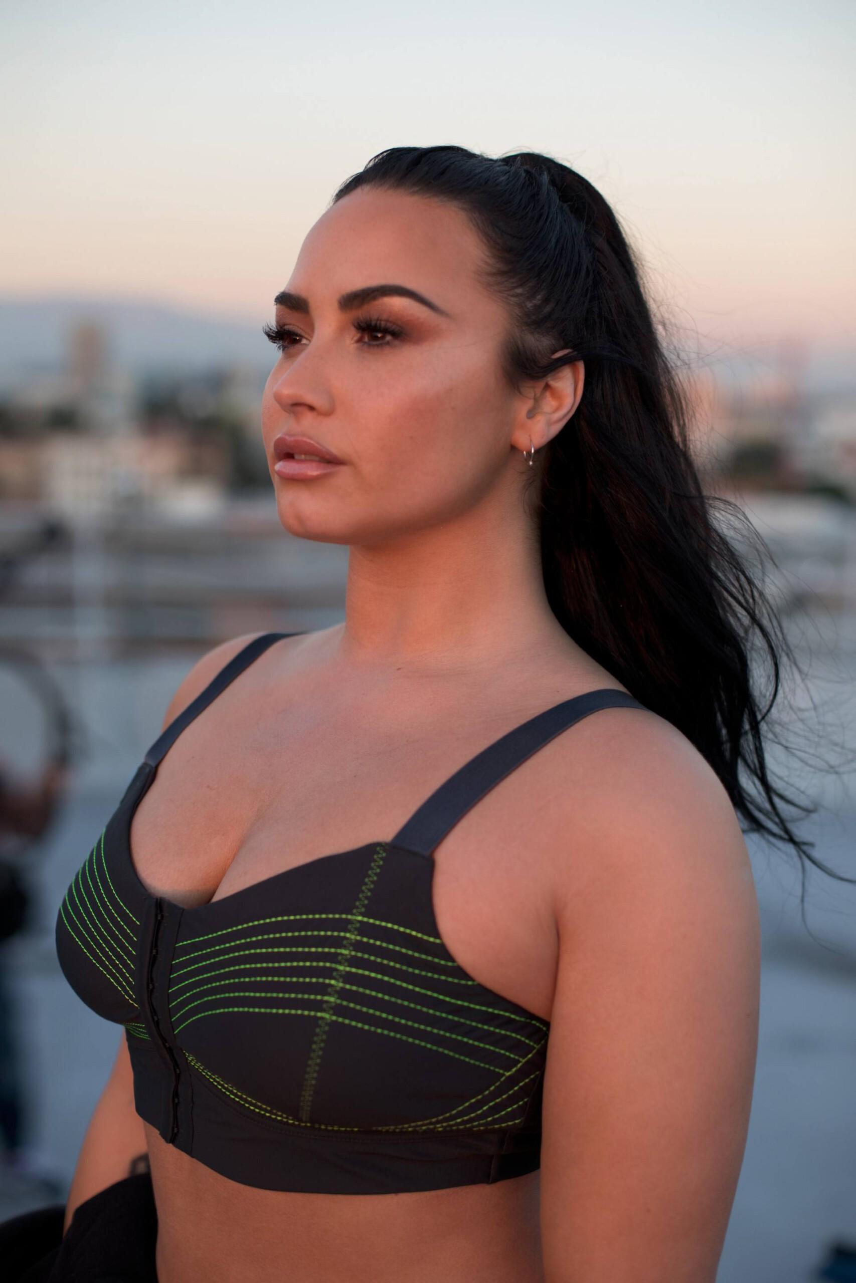 Demi Lovato Sexy Boobs In Sports Bra