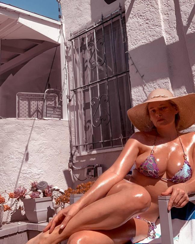 Genevieve Morton Spectacular Boobs In Bikini