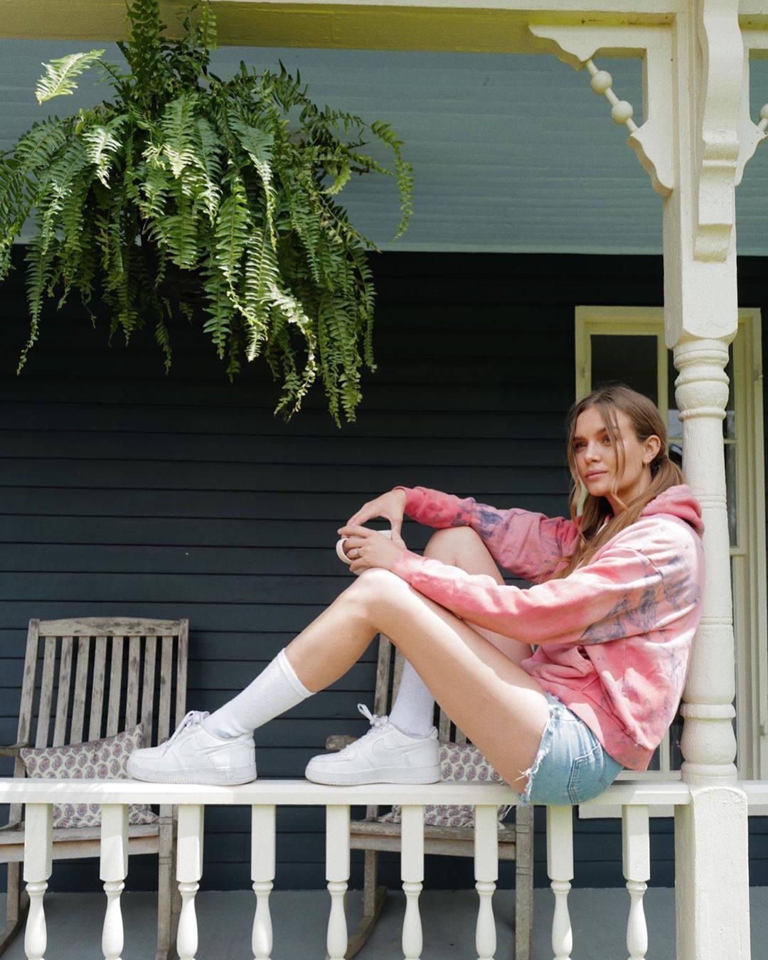 Josephine Skriver Sexy Legs In Denim Shorts
