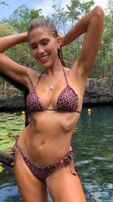 Kara Del Toro Beautiful Body
