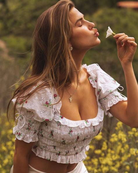Kara Del Toro Beautiful Pics