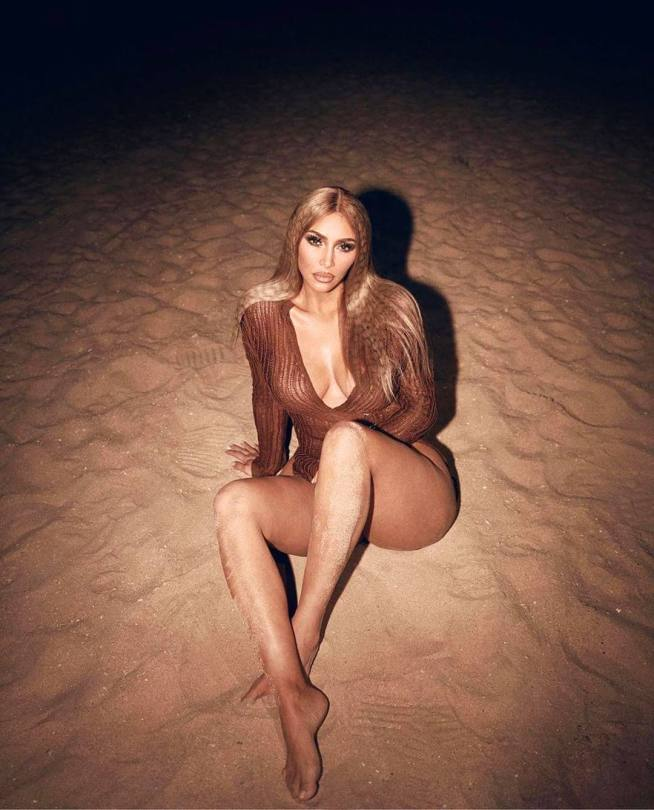 Kim Kardashian Sexy Braless Tits