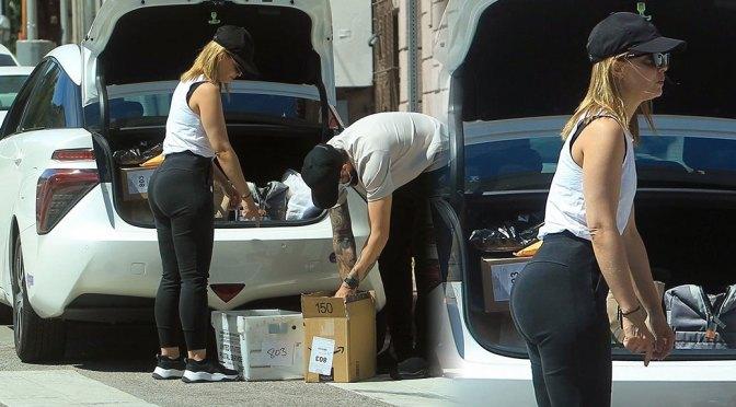 Mena Suvari – Beautiful Big Ass in Leggings at UPS Store in West Hollywood