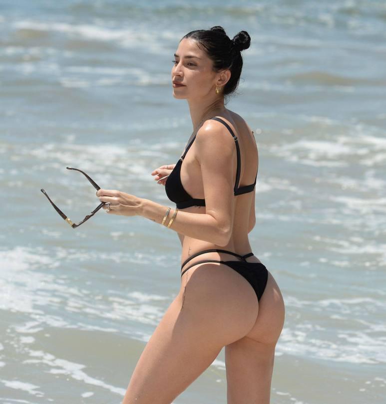 Nicole Williams Hot In Tiny Bikini