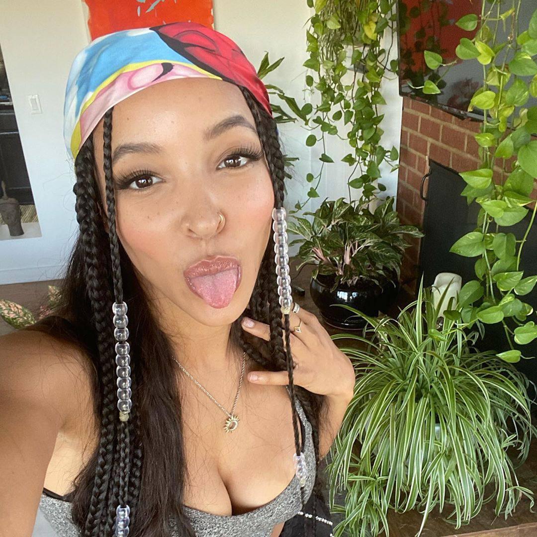 Tinashe Sexy Cleavage