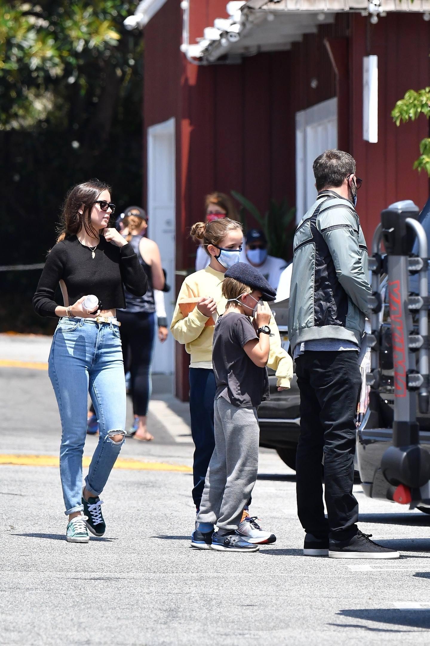 Ana De Armas Sexy In Jeans