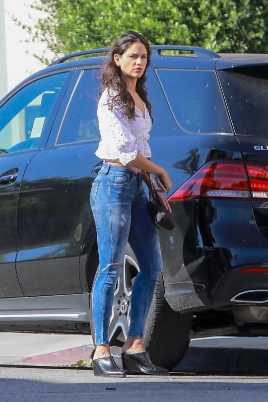 Eiza Gonzalez Beautiful In Jeans ()