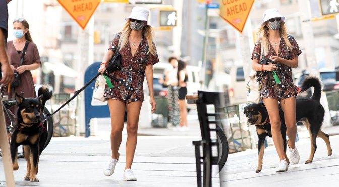 Emily Ratajkowski – Sexy Legs Out in New York