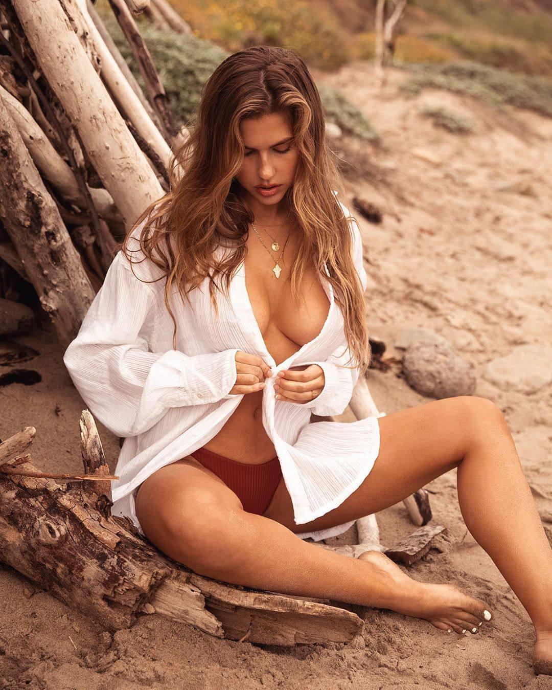 Kara Del Toro Braless Breasts