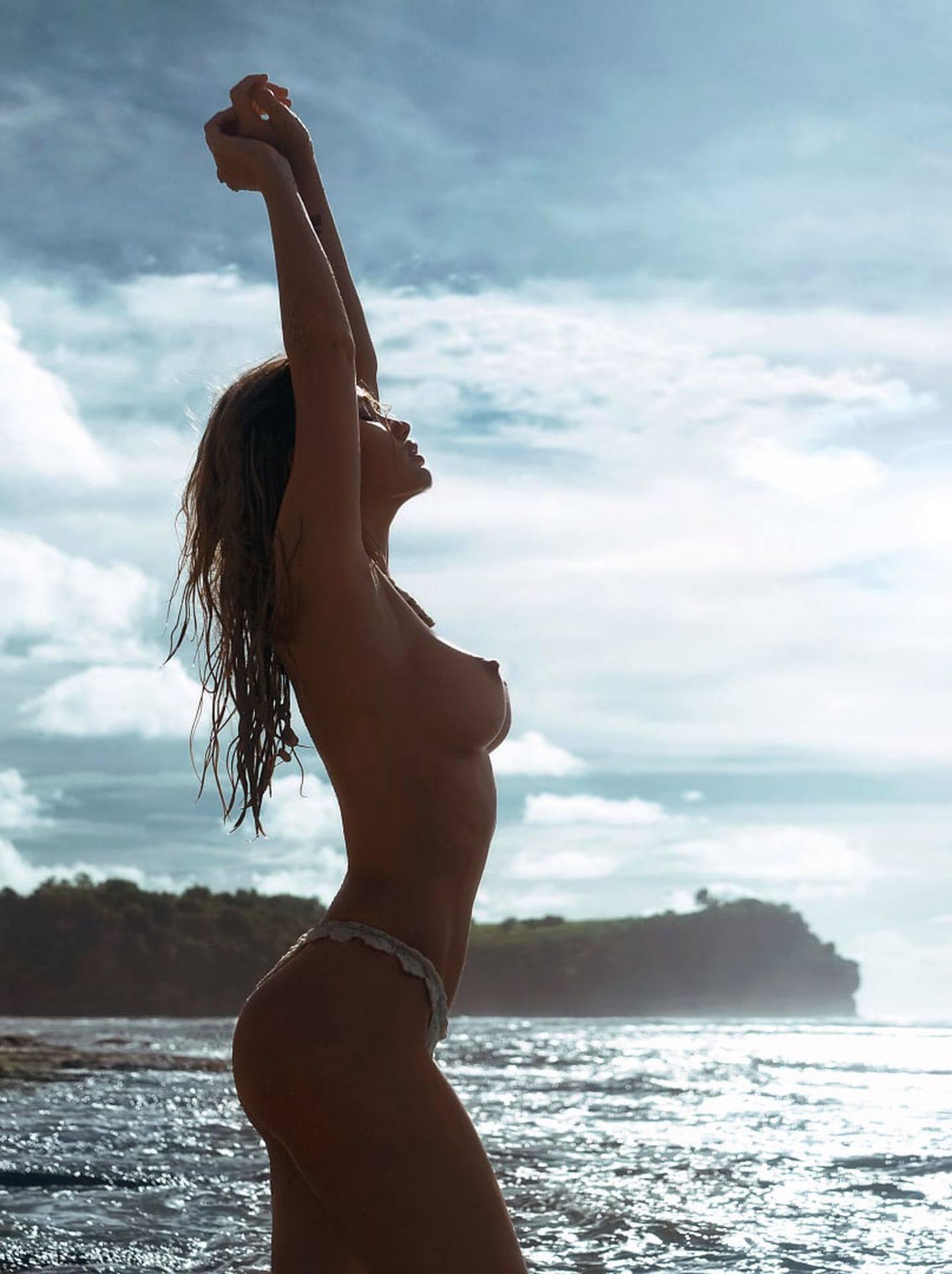Olya Abramovich Topless Boobs