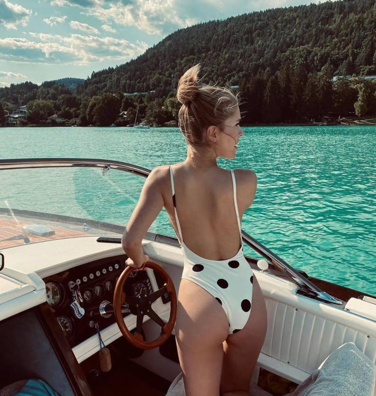 Victoria Swarovski Hot Ass In Swimsuit
