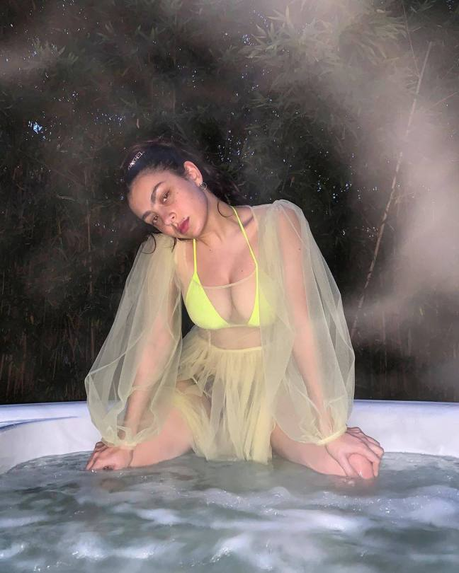Charlie Xcx Sexy Big Breasts