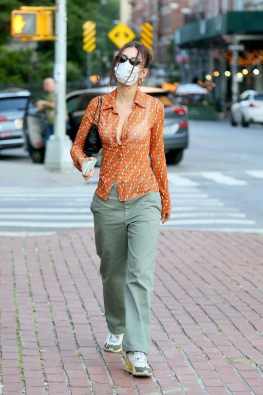 Emily Ratajkowski Beautiful Cleavage