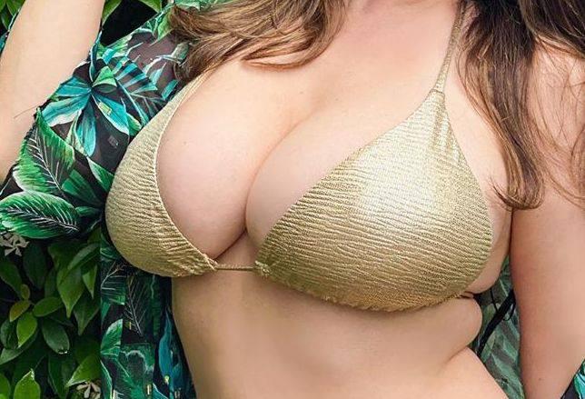 Kelly Brook Huge Boobs