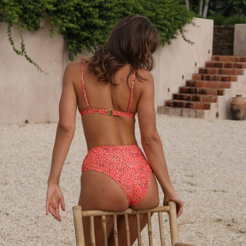 Kristina Mendonda Hot In Bikini