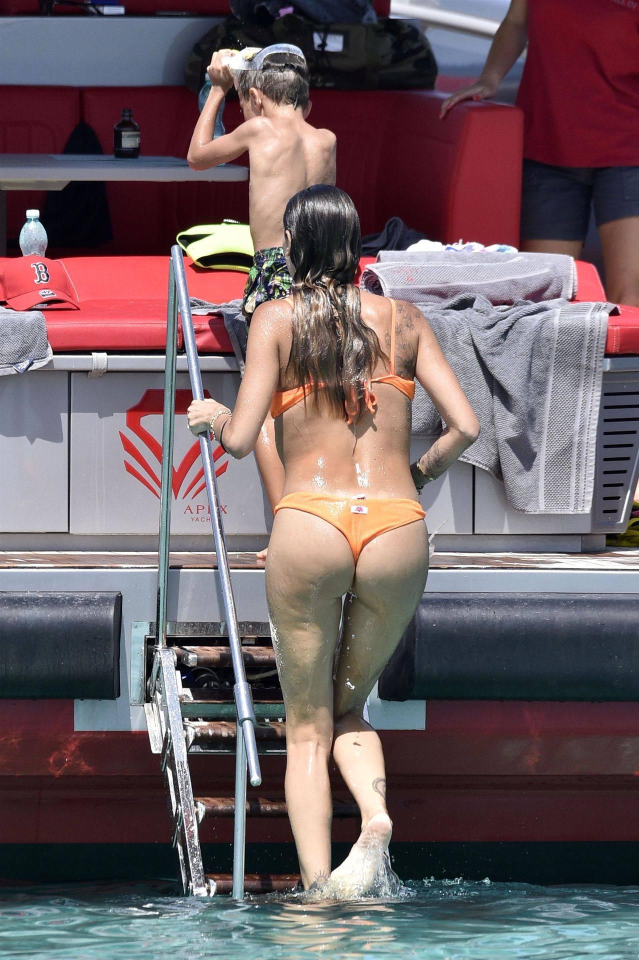 Melissa Satta Sexy Ass