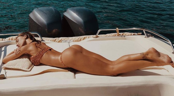 Belen Rodriguez's Fantastic Ass and Other Celebrities in a Weekly Instagram/Twitter Roundup