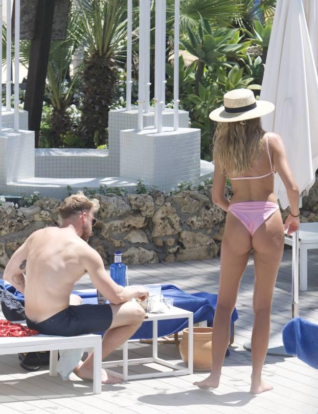 Zara Mcdermott Sexy Boobs In Bikini