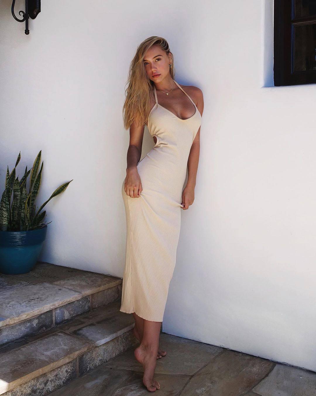 Alexis Ren Hot In Sexy Dress