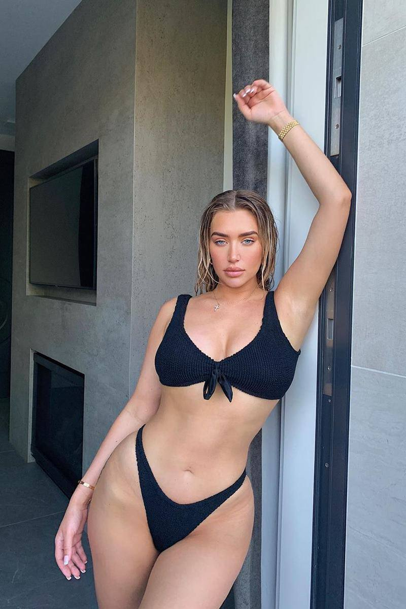 Anastasia Karanikolaou - Beautiful Body in Sexy Instagram