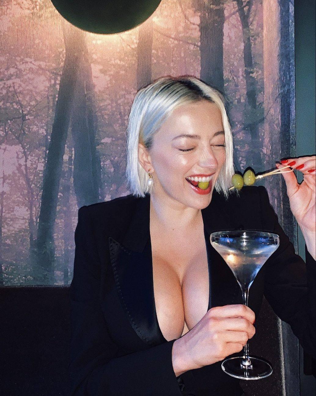 Caroline Vreeland Magnificent Boobs