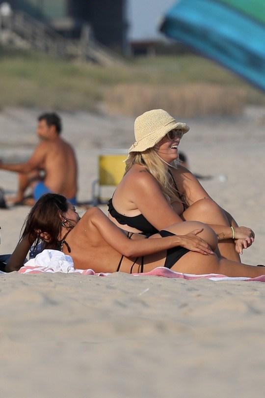 Emily Ratajkowski Beautiful Ass In Bikini