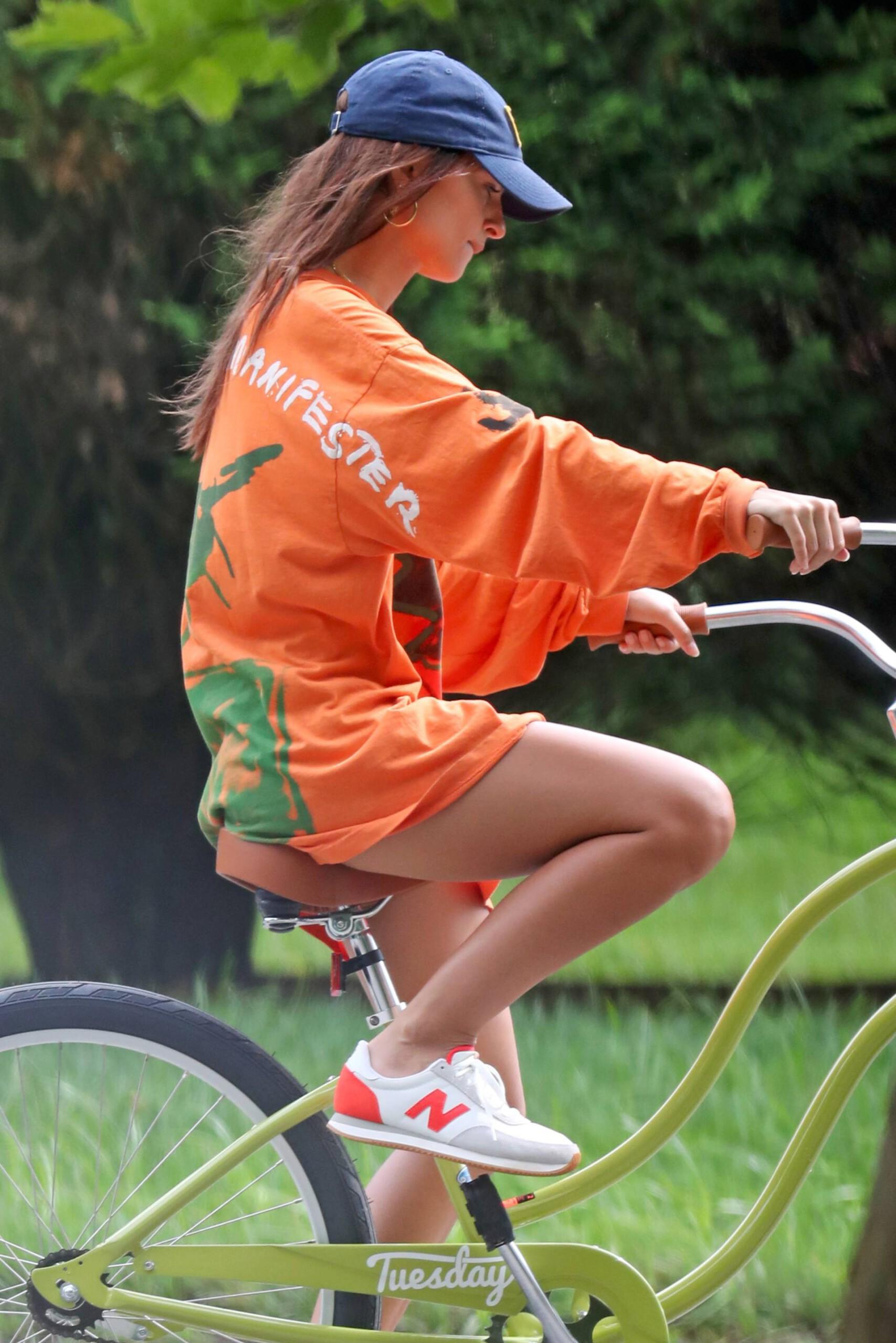 Emily Ratajkowski Sexy Legs And Upskirt