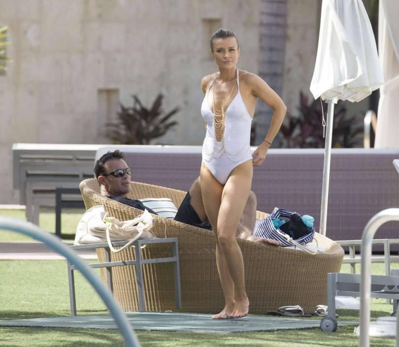 Joanna Krupa Sexy In White Swimsuit