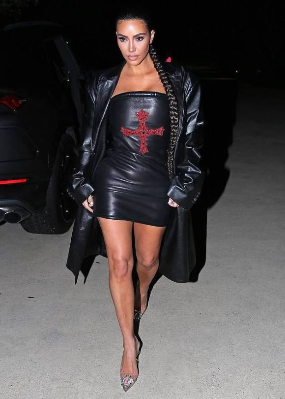 Kim Kardashian Leggy
