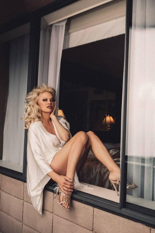 Pamela Anderson Sexy Photoshoot